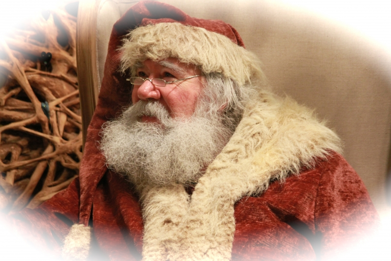 Father Christmas. Photo from Flickr: https://www.flickr.com/photos/yingzhu/6487696871/in/photolist-aTi9fB-8raHaV-7n94AD-581NPC-4cVjYd-57X9Ga-azavWg-4bXW4S-7n94yK-d96FCq-iyiDBL-fnz4N7-4fNRaU-57WzCH-EHdvx-7oz525-5YYCS7-a2mfoG-7n94zK-7ncXD3-2p3sgT-2p368K-2p7bRh-2p6c5o-2p7e5L-2p6CMN-2p1RtD-2p6beN-6EfjyT-2p7YRu-2p7yG1-2p7jUE-bim4sX-2p7TES-2p2Ph8-2p81xE-2p6A3U-2p1S3a-8WHZTD-2p66Zb-2p6yQu-vmTn9-2p2STV-2p1GE2-2p63vE-2p1N7M-6LiMYH-2p2PCx-2p24EB-2p3zfB