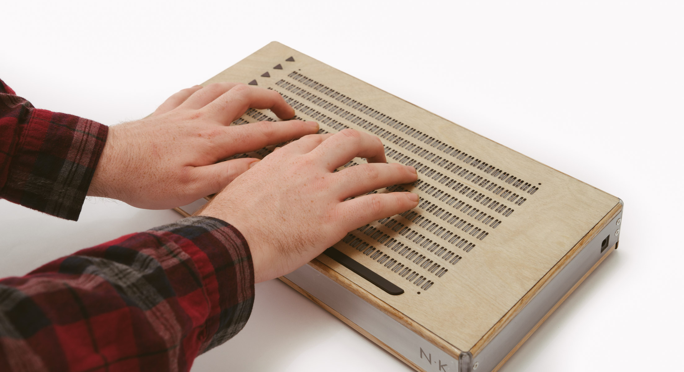 Canute multi line braille e-reader