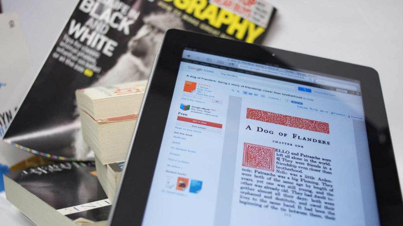 Image of a tablet computer with a website and a magazine next to it - Photo credit: Flickr, Travis Juntara, CC BY 2.0