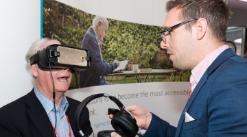 guests trialling VR at TechShare pro